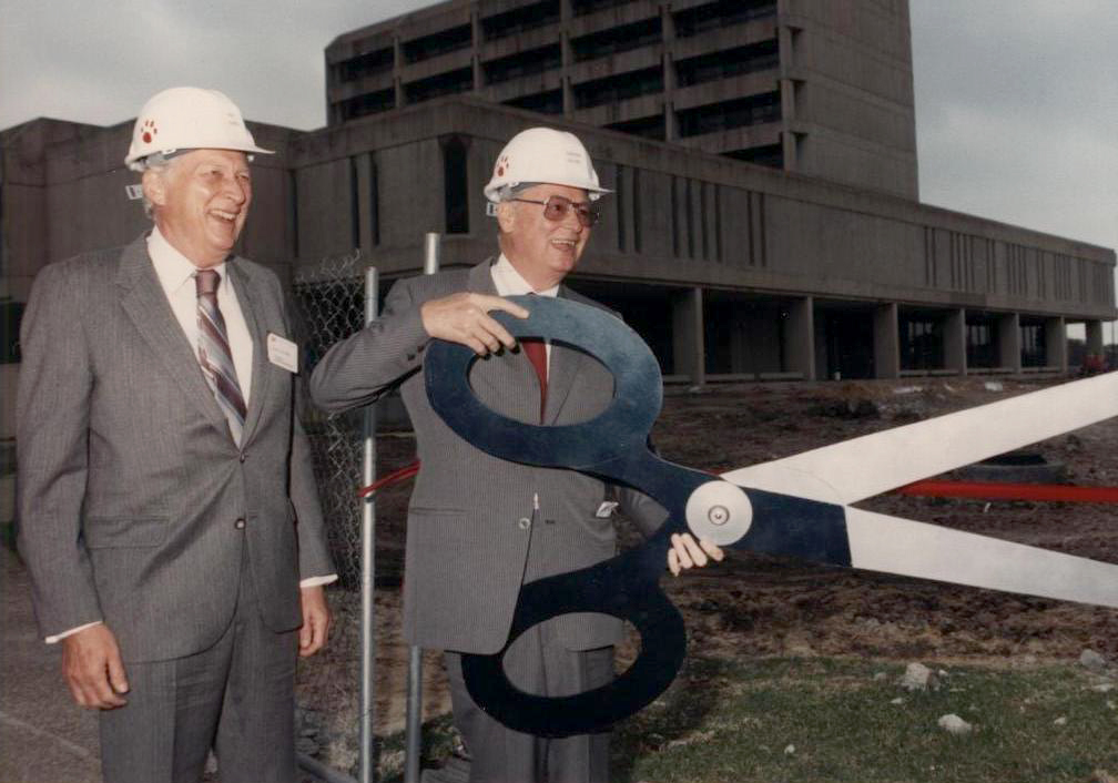 L to R: Former Hilton Foundation Chairman Don Hubbs and Barron Hilton cutting the ribbon at the newly expanded Conrad N. Hilton College of Hotel and Restaurant Management at the University of Houston in 1989.